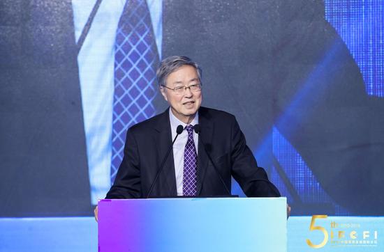 周小川再谈P2P网贷:有些是很好的新生事物,动机也是为了搞普惠金融